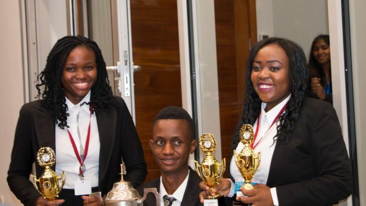 Die Zusammenarbeit mit Justizinstitutionen fördert das Fachwissen im Bereich des humanitären Völkerrechts unter afrikanischen Studenten