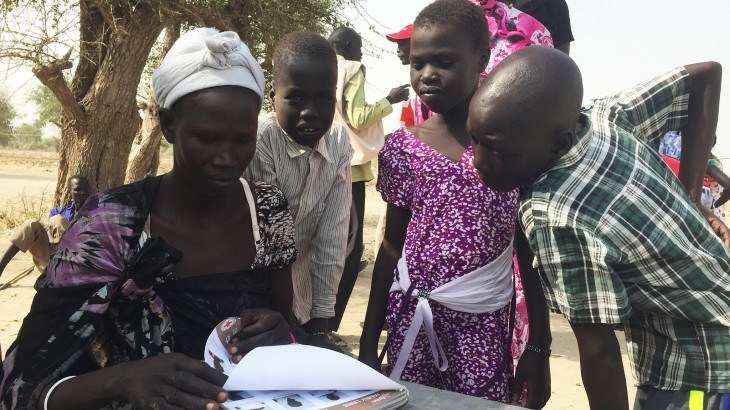 "South Sudan: ""Snapshot book"" helps children find loved ones"