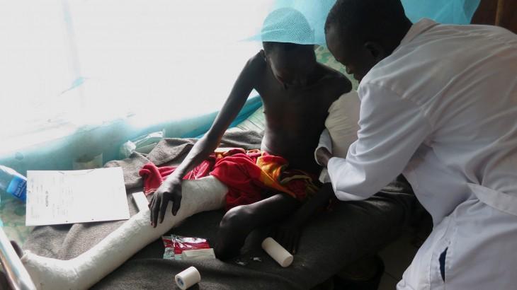 الفرق الجراحية المتنقلة للَّجنة الدولية للصليب الأحمر: تقديم الرعاية الطبية العاجلة في ربوع جنوب السودان