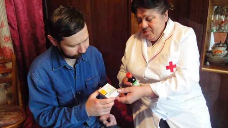 Ucrania: Valentina, enfermera de la Cruz Roja, brinda cuidados y amistad