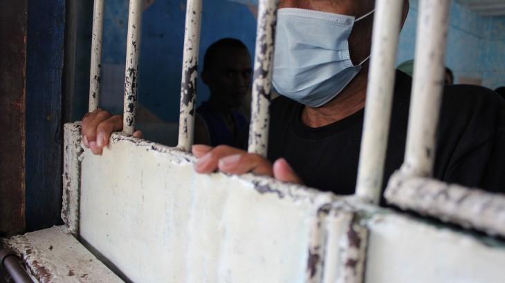 جائحة كوفيد-19: على السلطات حماية صحة المحتجزين والموظفين في أماكن الاحتجاز والمجتمعات المحيطة بهم