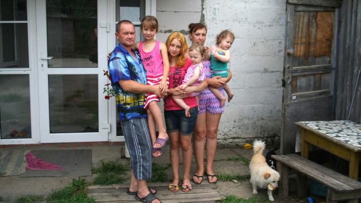Russian Federation: Food parcels help Ukrainian families keep hope alive