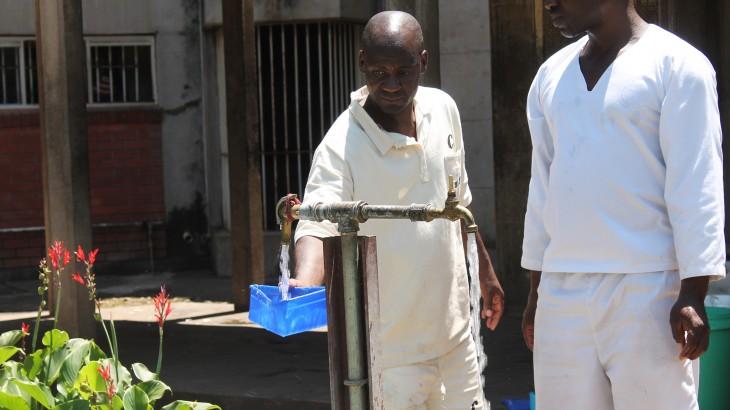 津巴布韦:改善奇库鲁比监狱建筑群的用水问题