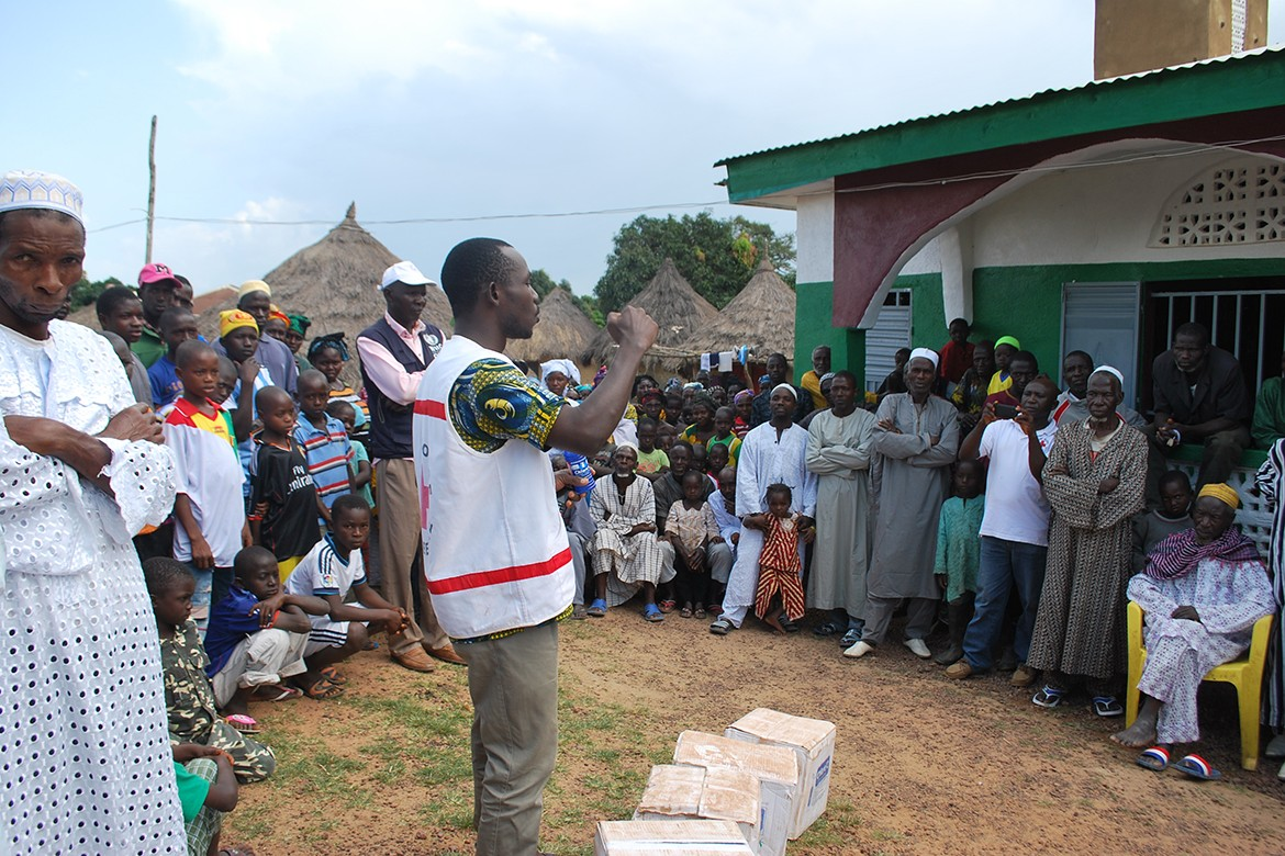 Red Cross Volunteers sensitize the community on health issues in Guinea.