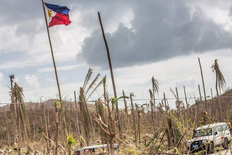 01-philippines-thyphoon-haiyan-relief-6592.jpg