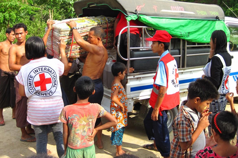 inondations au myanmar aider les communaut s se relever comit international de la croix rouge. Black Bedroom Furniture Sets. Home Design Ideas