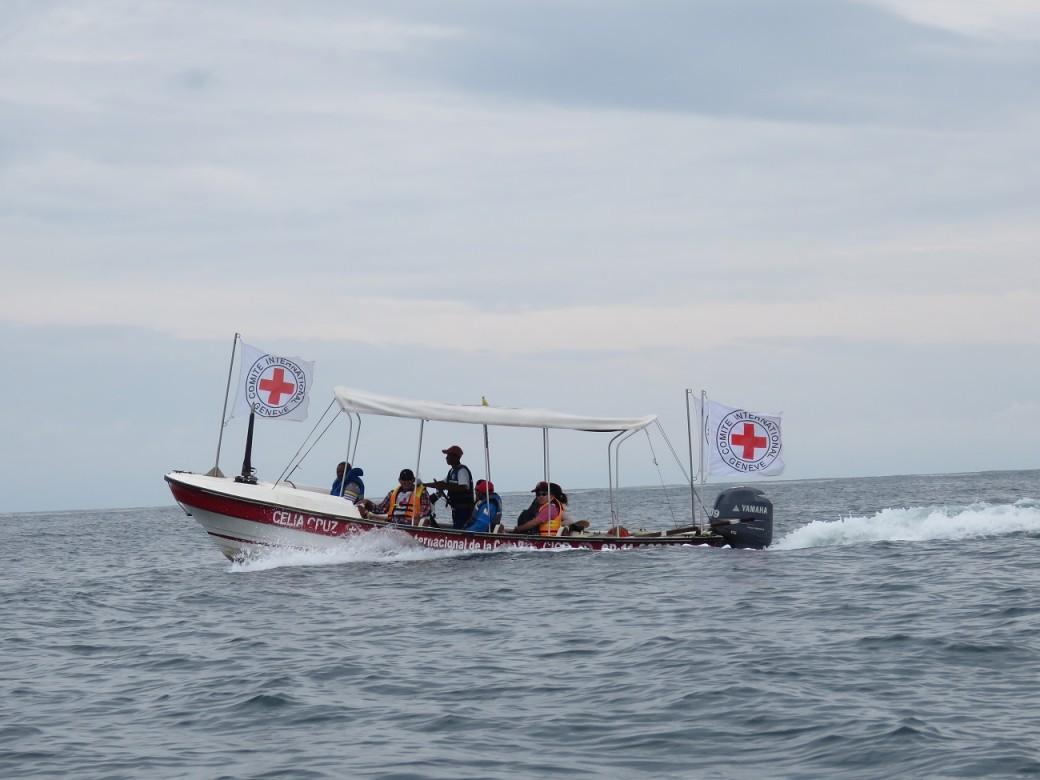 Equipes do CICV e da Cruz Vermelha Colombiana vão até as zonas afetadas, julho de 2015.