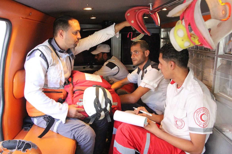 يوم في حياة مسعف متطوع من غزة اللجنة الدولية للصليب الأحمر