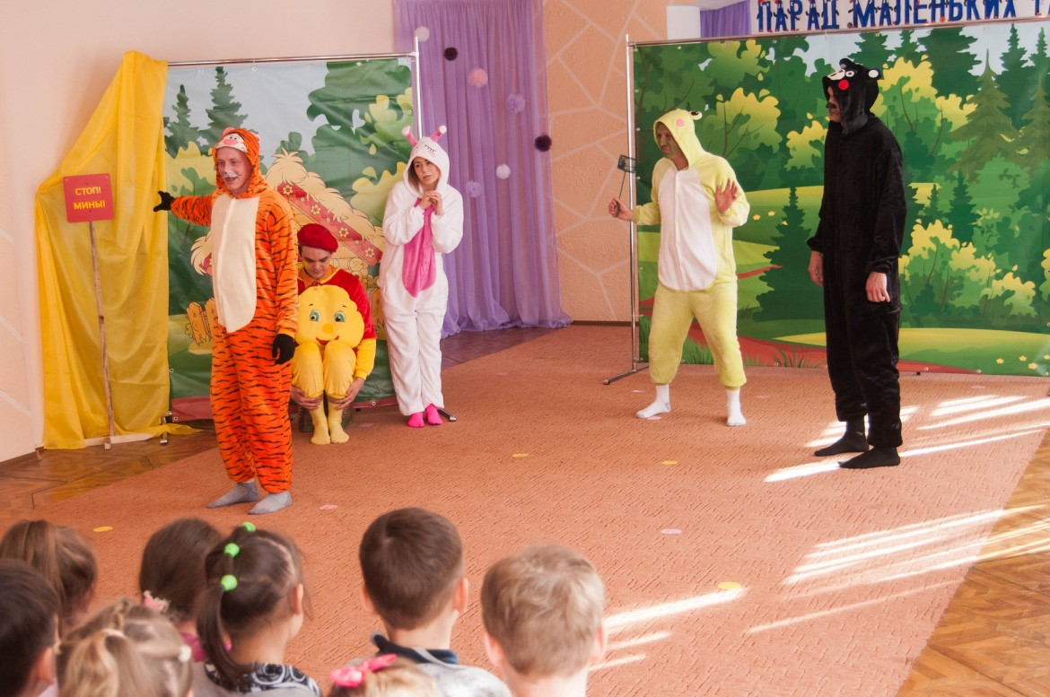 Theatre play at a kindergarten to explain mine risks, April 2018