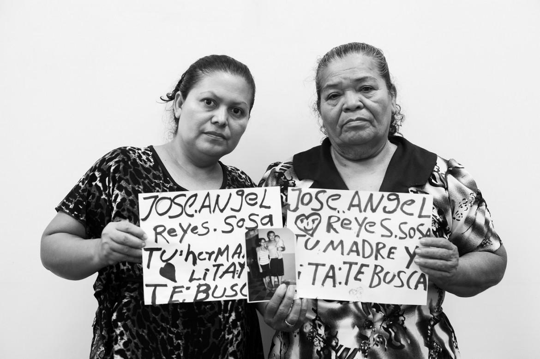 Familiares de personas migrantes desaparecidas durante una sesión de apoyo psicosocial organizada por el CICR en colaboración con la Cruz Roja Salvadoreña.