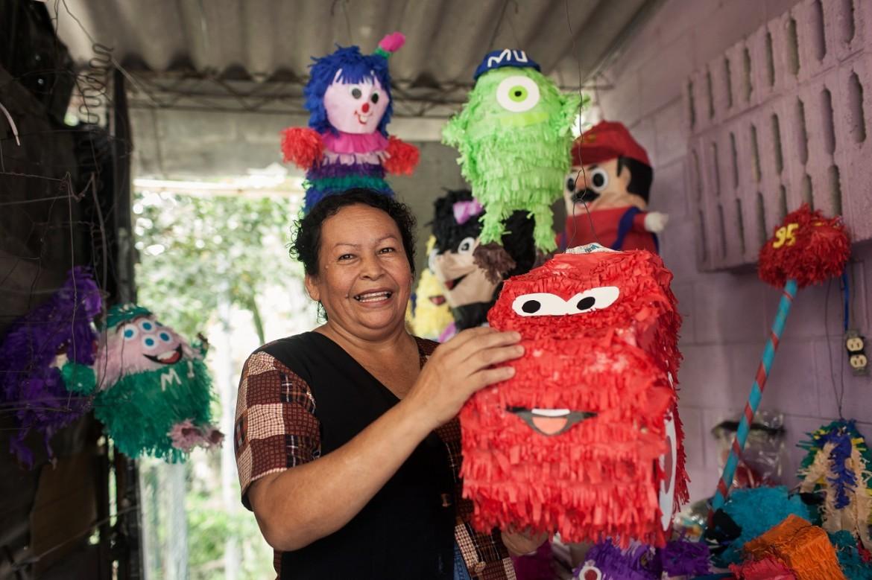 Proyecto Promoviendo Oportunidades de Inclusión Social. Producción de piñatas.