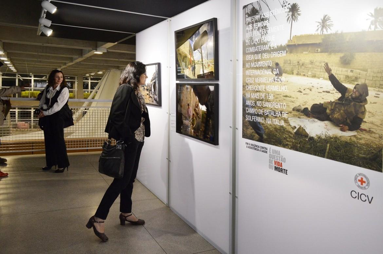 """Exposição """"Assistência à Saúde em Perigo: Líbia e Somália sob o olhar de André Liohn"""", São Paulo."""