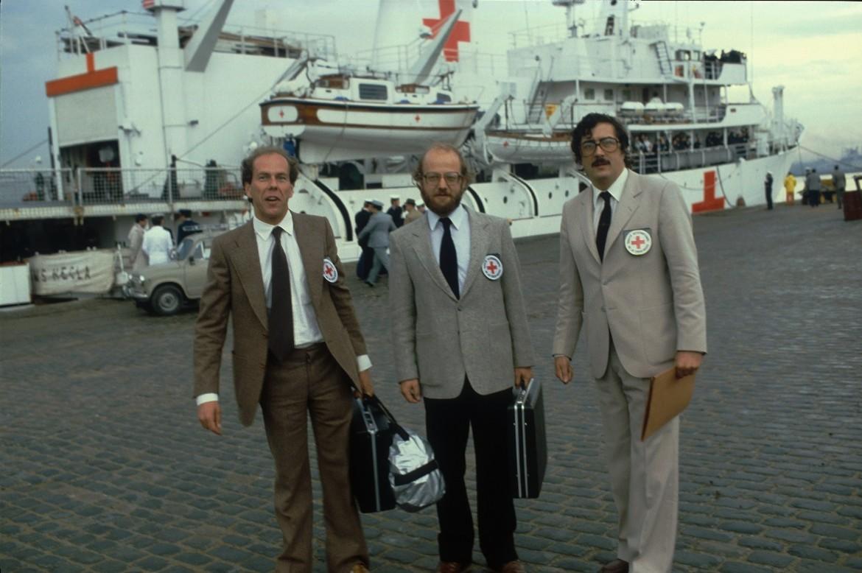 1982: Equipo del CICR visita y recibe a prisioneros de guerra