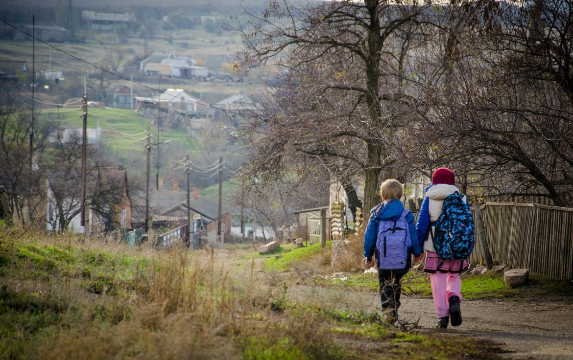 Children in Donetsk region on their way back from school, November 2017