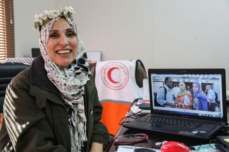 Hanan Lozon, 41. Chefe de Comunicação e Relações Públicas do Crescente Vermelho da Palestina há 16 anos.