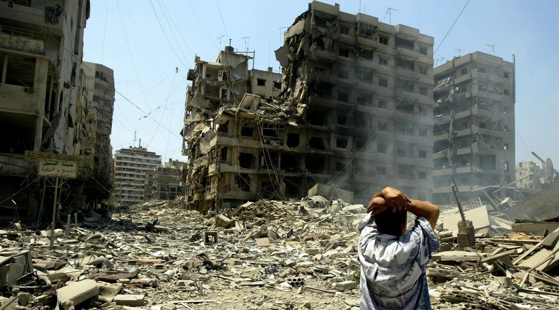 2006年。贝鲁特郊区遭到大规模破坏的景象令人绝望。