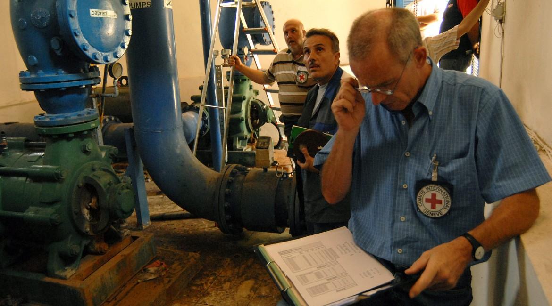 2006年。7月份战争结束后修复供水网络。