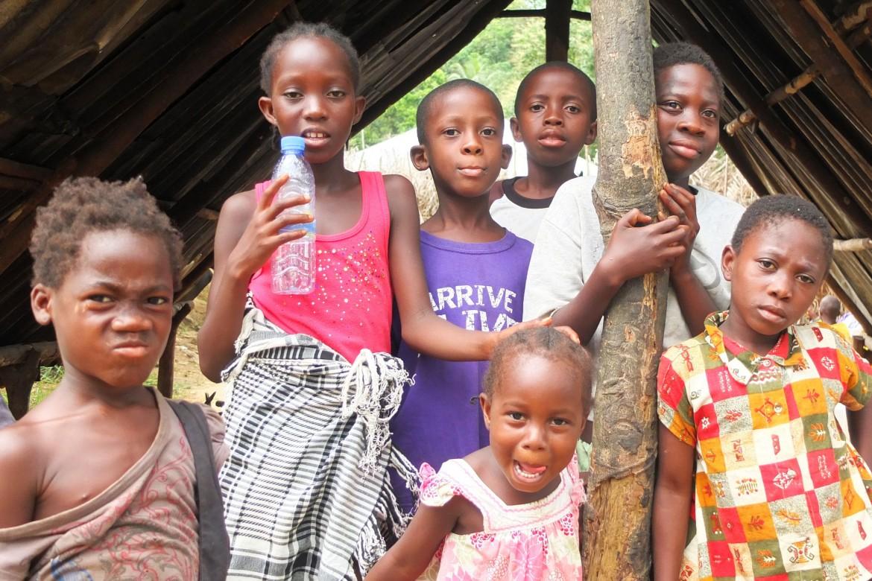 要获得受助资格,埃博拉孤儿必须在利比里亚性别、儿童和社会保障部及其他机构进行注册。