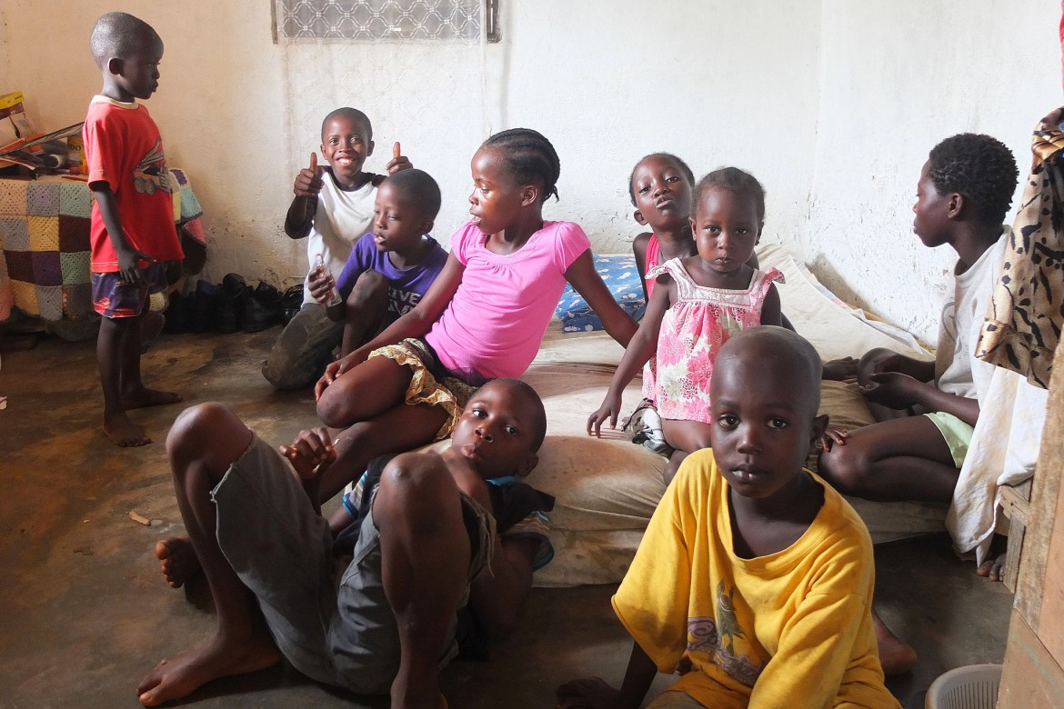 Jenneh's husband left when she became ill. Her uncle offered her two rooms to host the children.