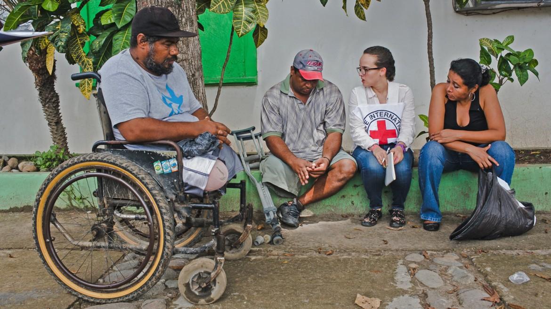 2014年9月,墨西哥,恰帕斯。红十字国际委员会在墨西哥东南部为截肢移民提供假肢、轮椅和其他援助。