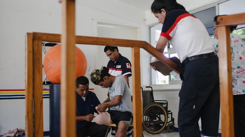 Chiapas, Mexique, septembre 2014. Outre les prothèses, le CICR fournit aux migrants blessés des services de réadaptation physique, en étroite collaboration avec la Croix-Rouge mexicaine et les institutions gouvernementales.