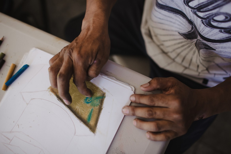 Tijuana, Mexique, septembre 2014. L'assistance aux migrants comprend la fourniture de repas chauds, l'accès à de bonnes conditions d'hygiène, et l'organisation d'ateliers artistiques ou d'autres activités créatives.