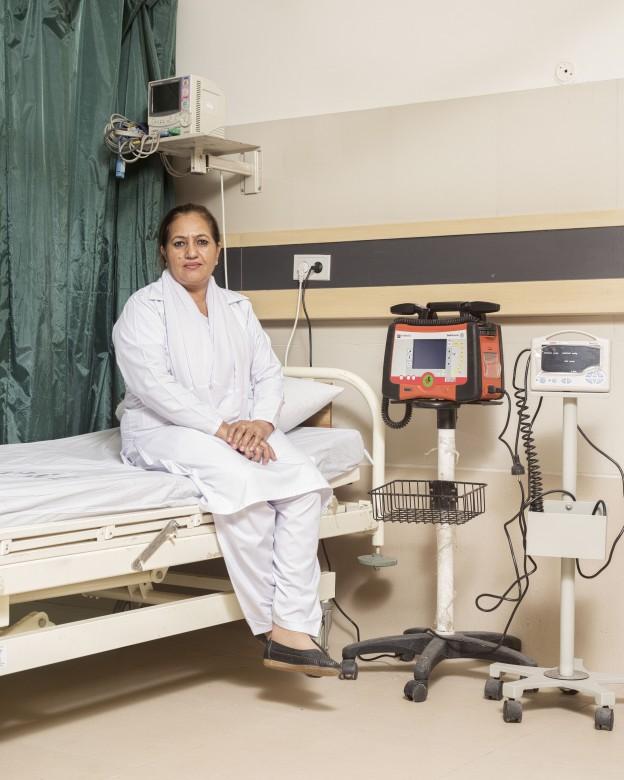 真纳研究生医学中心(JPMC)急诊室护士长黛西•娜丝琳(Daisy Nasreen)