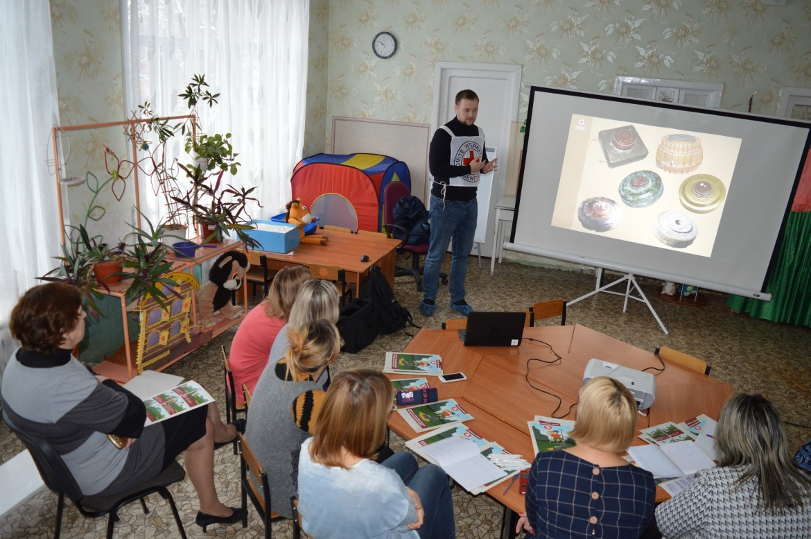 Mine risks session for kindergarten staff, November 2018