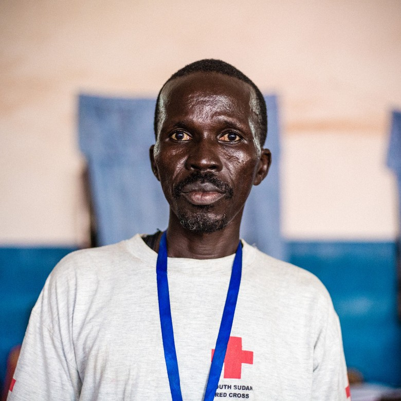 Amin is providing first aid at the Red Cross clinic.