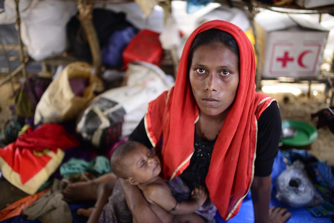 缅甸民众逃离暴力局势