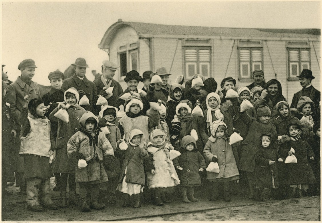 Children wait to return home from Poland's Stettin Port.
