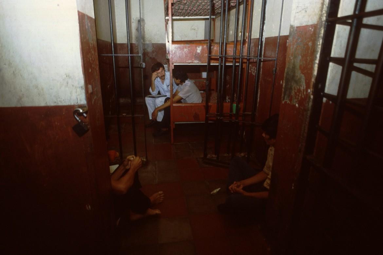 Visita del CICR a personas privadas de libertad en las bartolinas de la Policía Nacional durante el conflicto armado.