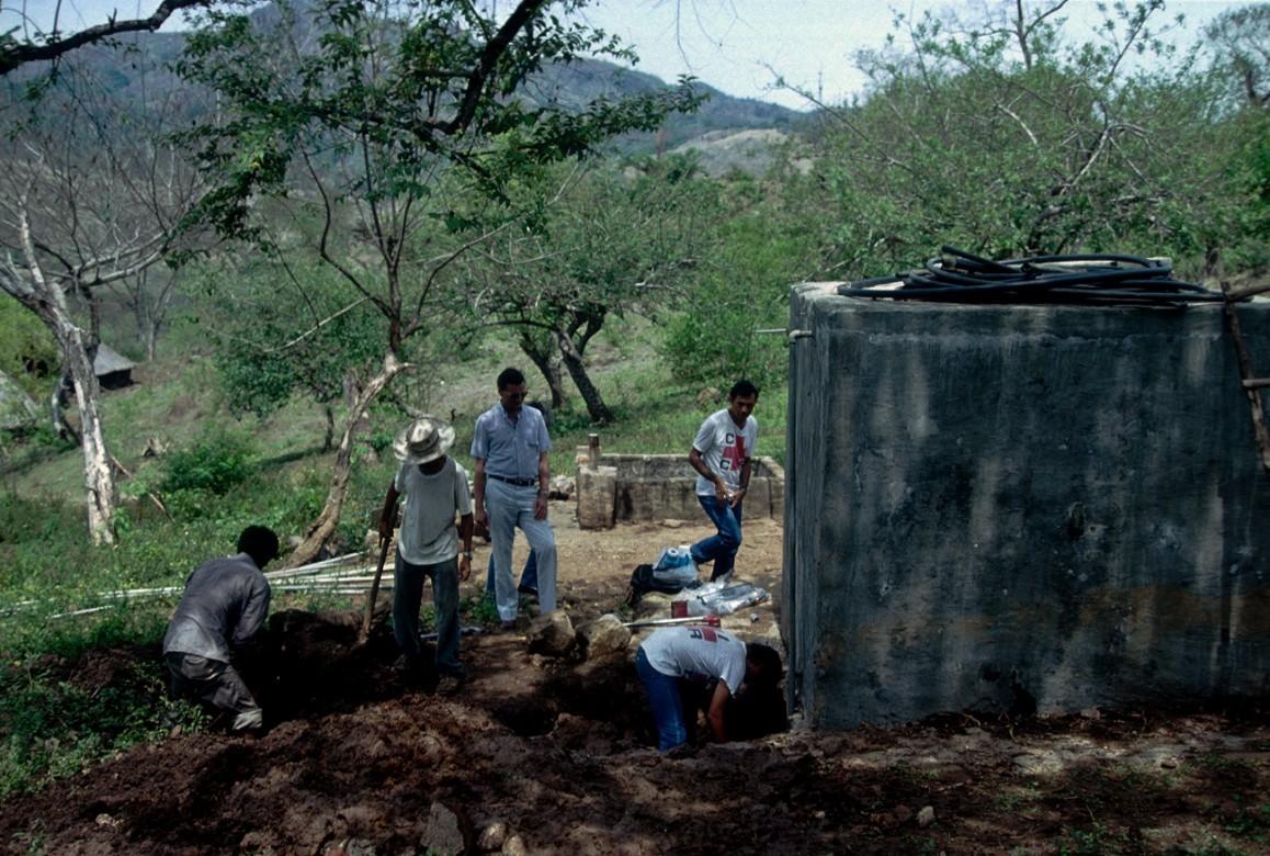 Instalación de un sistema de agua potable para la población en La Joyona.