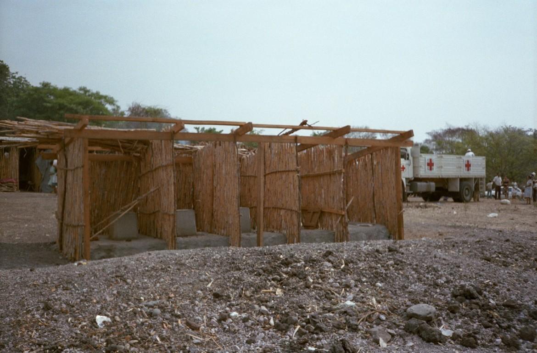 Construcción de letrinas para las comunidades desplazadas de San Miguel.