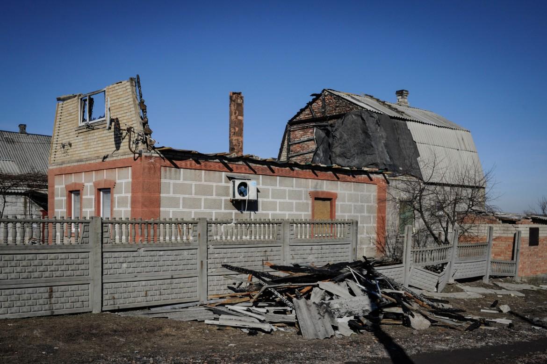 Oleksandrivka, cerca de Donetsk, Ucrania, 24 de febrero de 2015. Una casa que ha sufrido graves destrozos.