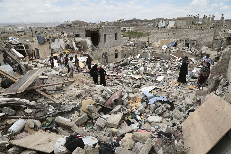 三月,沙特领导的联军发动了打击胡塞叛军和联合安保人员的空袭行动,意在恢复流亡总统阿卜杜拉布•曼苏尔•哈迪(Abdrabbuh Mansour Hadi)的统治。