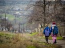 Украина: помогаем детям, живущим у линии соприкосновения, избежать опасностей конфликта