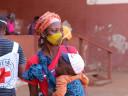 Moçambique: famílias que fogem dos ataques buscam abrigo em epicentro da COVID-19; país inaugura hoje seu maior centro de tratamento
