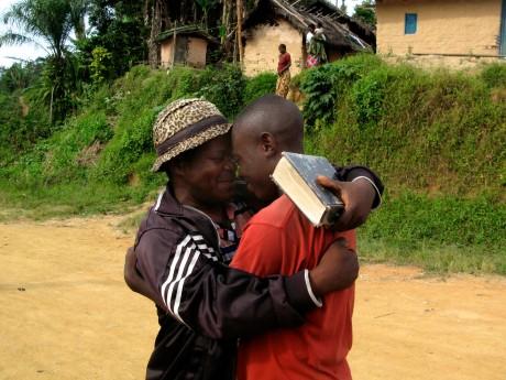 Reunión de familiares separados por conflictos