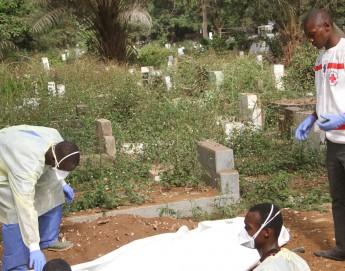 Guinée : lutter et vivre, malgré la peur et la maladie