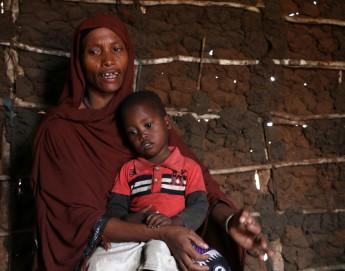 Засуха в Кении: пытаясь обмануть голод, люди пьют соленую воду