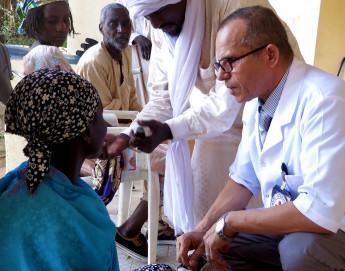 Niger : au centre orthopédique, on reconstruit aussi des vies brisées