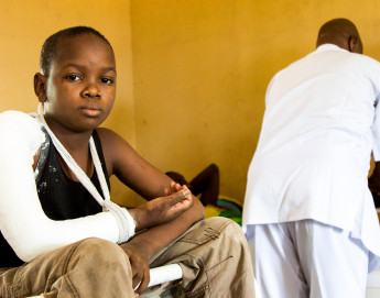 Nigeria: ICRC helps Maiduguri Hospital treat victims of violence