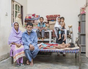 Héros méconnus du Pakistan : les personnels de santé prennent des risques pour sauver des vies