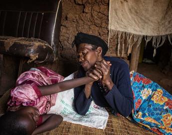 """""""Posso ver que são amadas"""" – Fotógrafa reencontra órfãs ruandesas"""