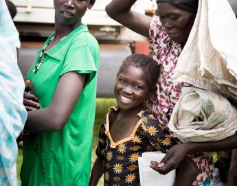 Alimentos e sementes põem um sorriso nos rostos de crianças do Sudão do Sul