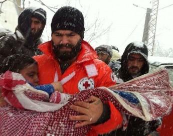 Líbano: Cruz Vermelha resgata famílias sírias encurraladas pela neve nas montanhas