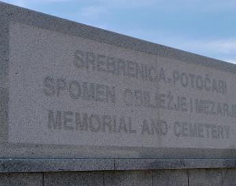 Отдавая дань памяти девяти сотрудникам МККК, погибшим 20 лет тому назад в Сребренице