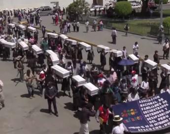 """""""Podremos llevarles flores"""" - Las personas desaparecidas en Perú"""