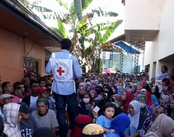Aiding displaced families in remote areas outside Marawi